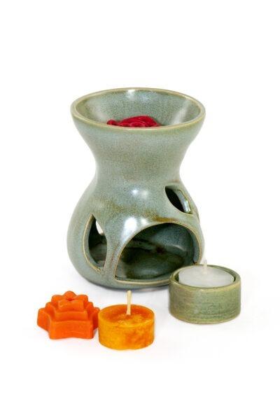 Naturaalset rohelist tooni (salvei) käsitöökeraamikast aroomilamp koos eraldatava alusega ökoteeküünla jaoks, teeküünal ja aroomivahad