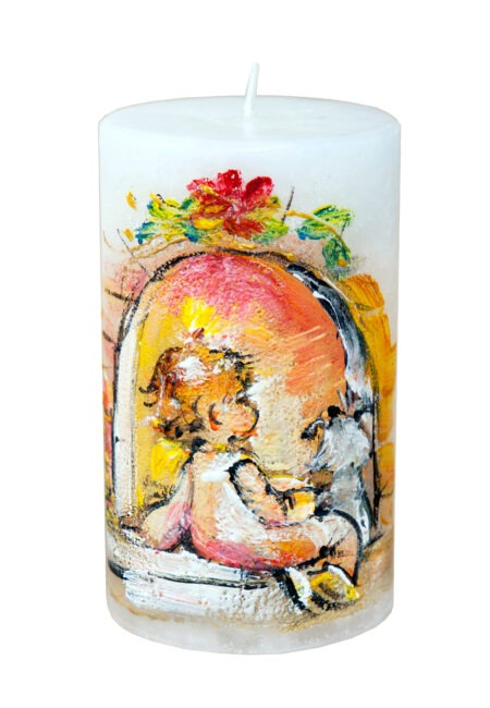 maalitud küünal Kaminatule valgel